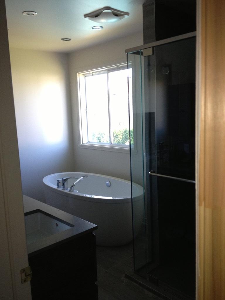 R novation de salle de bain renovations rb morneau for Porte et fenetre vaudreuil dorion